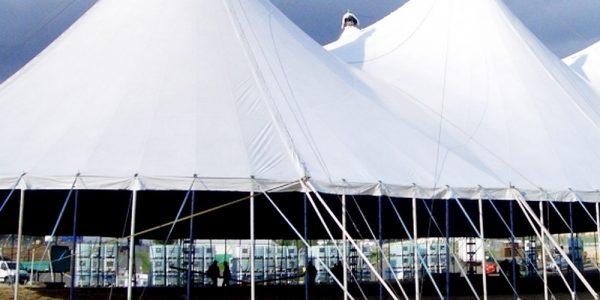 Einhausungen mit passenden Zelten